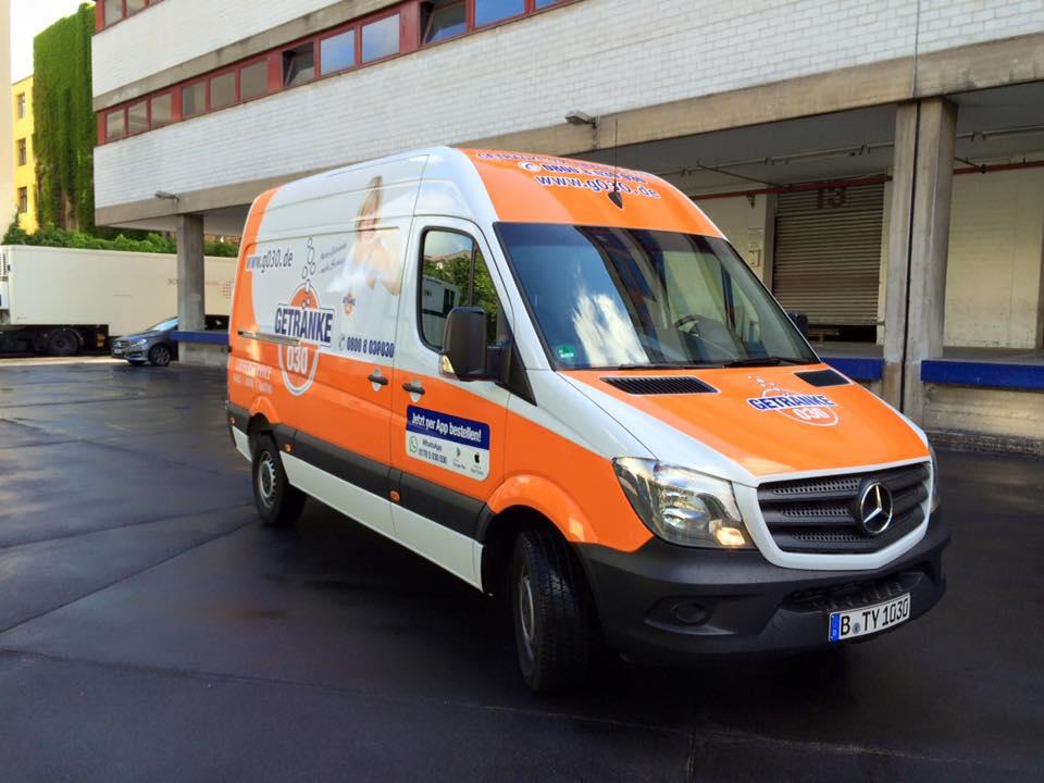 030 GETRÄNKE: Fahrzeugfolierung - ZWEI SECHS SIEBEN